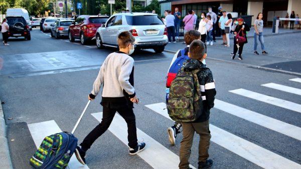 Val de infectări în grădinițele și școlile din Cluj. Aproape 3.500 de copii și elevi, trecuți în învățământul online