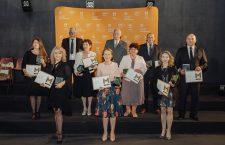 De Ziua Mondială a Educației –  Nominalizări la Premiul Mentor pentru excelență în educație. Profesorul pe care l-ai iubit!