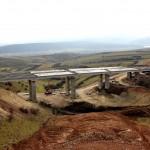 Autostrada care începe în albia Someşului şi este obturată de un kilometru de pădure