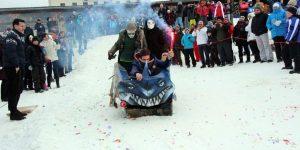 Cele mai trăznite sănii de carton, vedetele zilei la Feleacu Winter Games