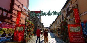 """FOTO Piață """"altfel"""" de flori pe strada Potaissa: Flori pe schele și standuri amenajate creativ"""