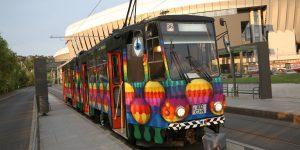 Clujul tramvaielor colorate: A intrat în circulație al doilea tramvai pictat de artiștii stradali