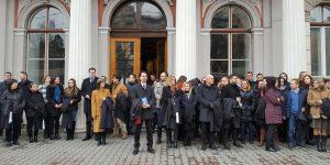 Magistrații protestatari de la Cluj au primit aplauze și flori