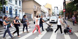 Emil Boc promite subvenții părinților care nu au loc pentru copii la creșele de stat