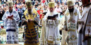 Pelerinii de la Mănăstirea Nicula, afectați de temperaturile ridicate