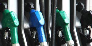 La Cluj, preţul benzinei a ajuns sub 5 lei. Plătim mai puțin și pe motorină