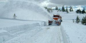 UPDATE | Drumurile spre Râșca și Ic Ponor, închise în urma căderilor masive de zăpadă